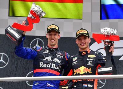 Verstappen gana una carrera loca, Hamilton noveno