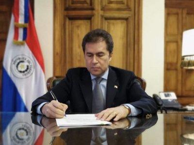 Luis Castiglioni pone su cargo a disposición de Mario Abdo