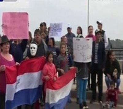 Pobladores piden viviendas y cierran la Costanera