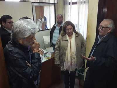 """Directora jurídica de la comuna califica de """"negociada"""" a resolución que ordena devolver la terminal de CDE"""