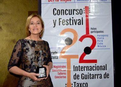 En México, Berta Rojas recibe Guitarra de Plata