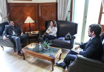 Banco Mundial ratifica apoyo a Paraguay en diversos ámbitos, como salud y gasto público