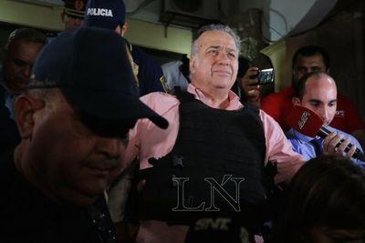 Juez decide si Óscar González Daher y su hijo siguen en prisión