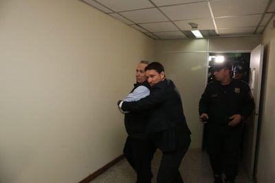Juez otorga arresto domiciliario a Óscar González Daher y a su hijo
