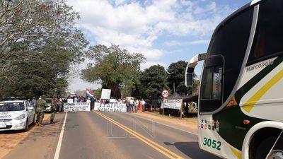 Cierran rutas contra acuerdo bilateral y piden juicio político al presidente