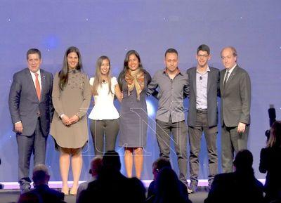 Becarios expusieron proyectos que pueden aplicarse en Paraguay