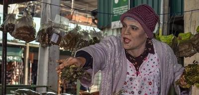 """HOY / Historia de miles de campesinos transplantados al mundo urbano contada por """"la agüela C"""""""