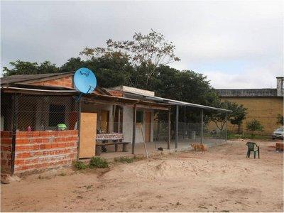Corte suspende a juez que envió a reclusos a la granja en San Pedro