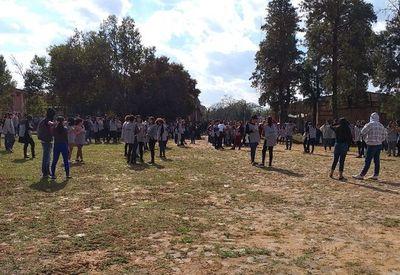 Gobernación de Central amenaza con cancelar becas a estudiantes