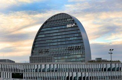 BBVA gana 2.442 millones de euros en el primer semestre, el 3,7% menos