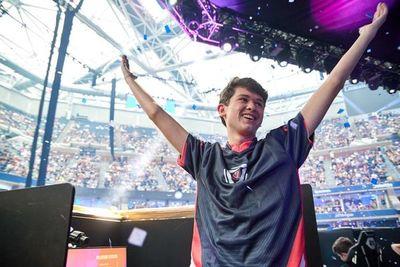 Por ganar un videojuego, chico de 16 años obtuvo USD tres millones