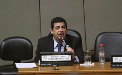 Velázquez dijo que no renunciará y niega vínculo con el acta bilateral