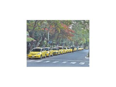 Nueva norma apuntará a dar mayor competitividad a choferes de taxis