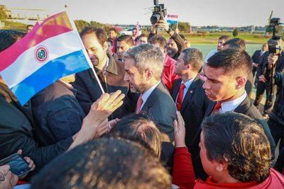 Adherentes de Abdo llegan hasta Palacio de Gobierno para demostrar apoyo