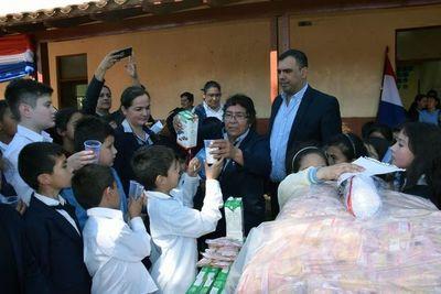 Niños de Caazapá recién reciben la merienda escolar