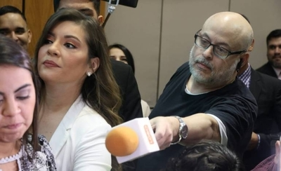 HOY / Senador suspendido vende hamburguesas para sobrevivir: Payo Burger