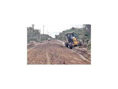 Reparan camino entre Casado y Pinasco