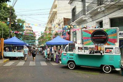 Conmemoran día de la amistad en calle Palma