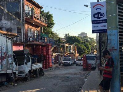 Pobladores del barrio Ricardo Brugada acceden a wifi gratuito