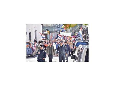 Manifestantes pidieron juicio político a Marito y a Velázquez