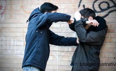 Llegó ebrio y agredió a su pareja y su padre