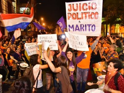 Manifestantes exigen juicio político para Mario Abdo y Hugo Velázquez
