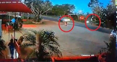 Dos niños intentaron cruzar la ruta y uno fue atropellado