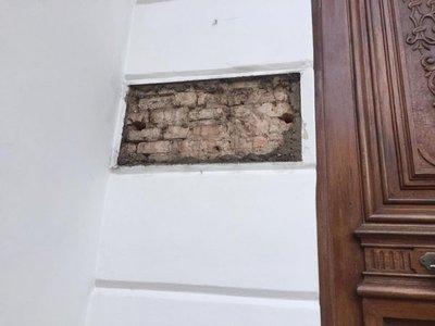 Desconocidos roban placa de bronce del Archivo Nacional