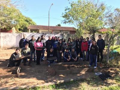 EBY apoya preparación de huertas en escuelas de Misiones