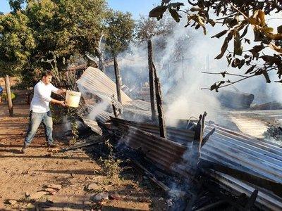 Una familia pierde su vivienda tras incendio
