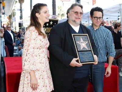 Del Toro lleva el orgullo latino al Paseo de la Fama de Hollywood