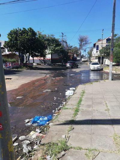 Calle sucia y destruida