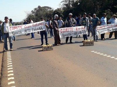 Productores de tomate cerraron ruta contra el contrabando