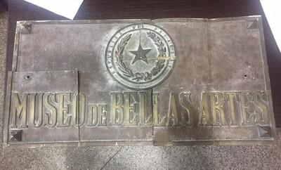 Hallan fragmentada en varios pedazos, la placa placa robada del Archivo Nacional