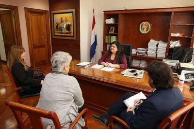 Ministra Llanes se reunió con miembros del MNP