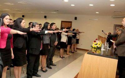 Ministro de la Corte tomó juramento a 30 abogados