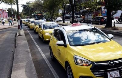 Ordenanza que regula a los taxis se adecuará a la de Muv y Uber