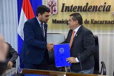 FIRMA DE ADENDA AL CONVENIO MARCO DE COOPERACIÓN INTERINSTITUCIONAL ENTRE LA MUNICIPALIDAD DE ENCARNACIÓN Y LA UNIVERSIDAD CATÓLICA