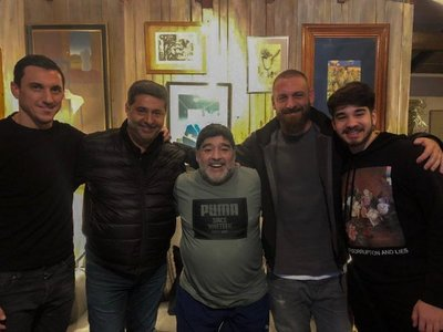 De Rossi visita a Maradona, que aplaude que eligiera Boca a mejores ofertas