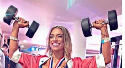 Dana Bóveda logra cuarto lugar en competencia fitness