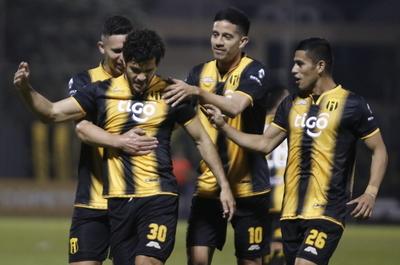 Guaraní consigue su primer triunfo y hunde más a Deportivo Santaní