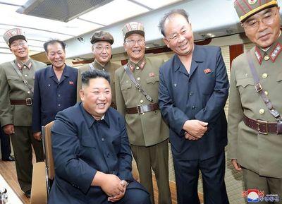 """Kim Jong Un supervisó la última prueba """"de una nueva arma"""""""