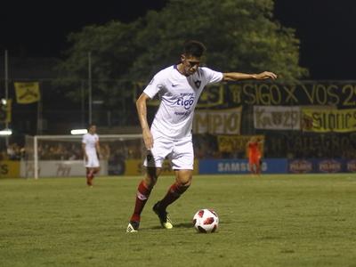 Víctor Cáceres ya se entrena con normalidad