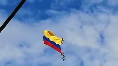 VIDEO: Trágica caída de dos militares que pendían de la cuerda de un helicóptero