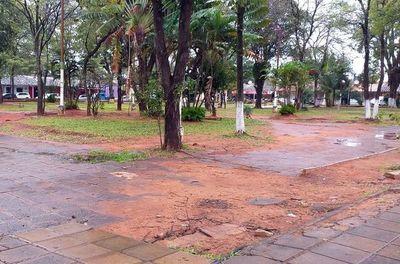 Plaza central de Luque se encuentra en deplorable estado
