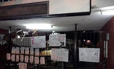 HOY / Estudiantes toman colegio y piden juicio político