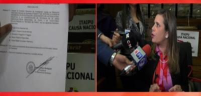 Quitan a Kattya de investigación de Itaipú