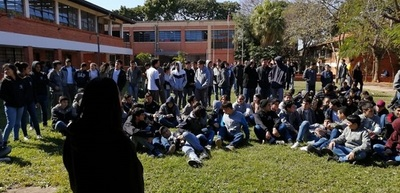 Estudiantes secundarios y universitarios exigen juicio político