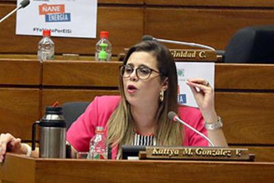 Kattya denuncia violencia contra la mujer y a las minorías en la Cámara