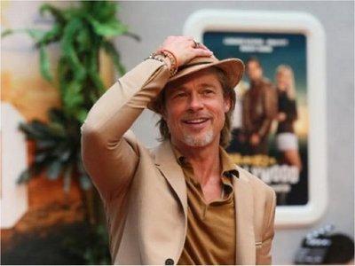 Brad Pitt levanta pasiones en la presentación de su nueva película